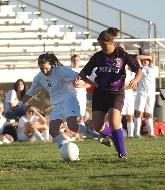 VVN/Wendy Phillippe Mingus' Brittany Fox takes control of the ball during a game earlier this season.