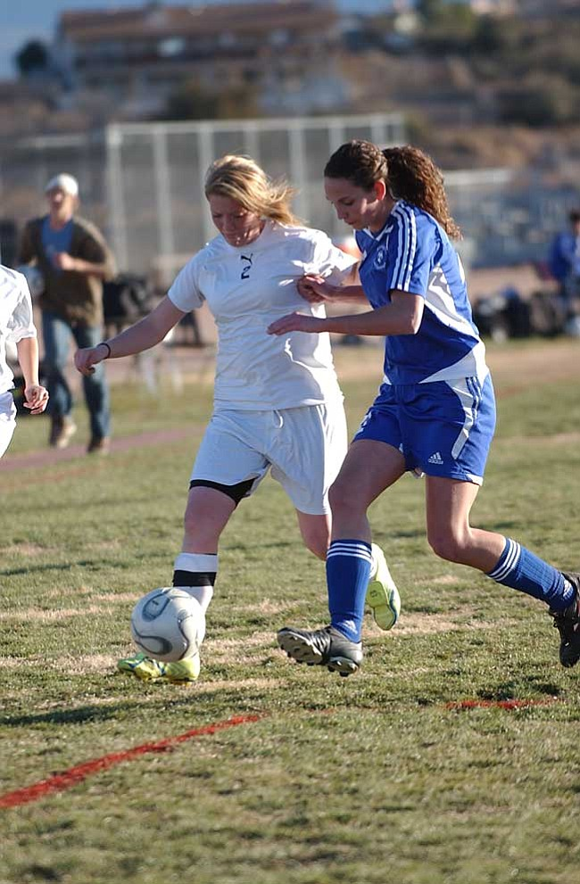 VVN/Wendy Phillippe Tarah Westover fights for the ball near the goal.
