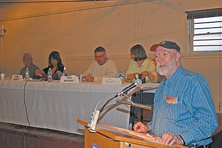 Tom Pitts, president of the Jerome Chamber of Commerce opened the Candidate Forum Wednesday night at Spook Hall. The chamber and The League of Women Voters Sedona-Verde Valley sponsored the candidate night. Shown behind Pitts are, right to left, Lisa Rappaport, Thomas Bauers, Anne Bassett and Ron Richie. VVN/Philip Wright