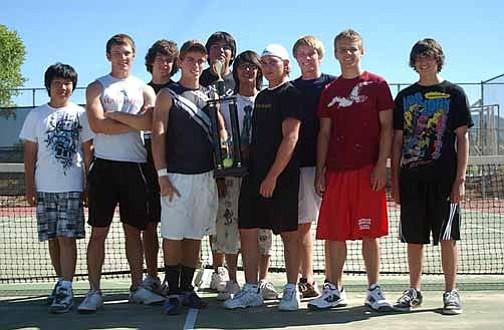 VVN/Wendy Phillippe The Mingus Union boys tennis team. (L-r) Andrew Le, Tanner Walz, Andrew Hickey, Alex Lineberry, Travis Duwynie, Kaze Lin, Houston Sauer, Paul Paradise, Logan Kitchen and Scott King.