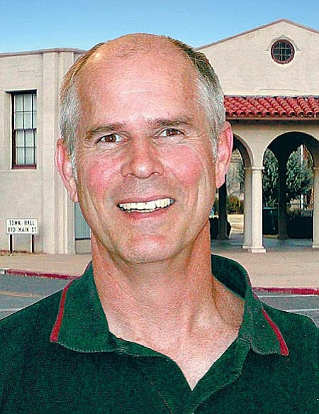 """Clarkdale Mayor Doug Von Gausig says that agreement would provide that either party could terminate the agreement, but that the City of Cottonwood would have the """"first right of refusal,"""" that is, to annex first."""