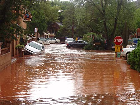 A Lot Of Cars >> Heavy flooding in Sedona: Fiesta del Tlaquepaque to continue Saturday | The Verde Independent ...
