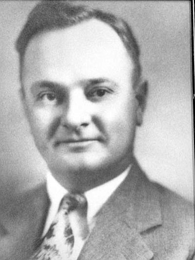 John Garrett was selected mayor on the appointed council when Cottonwood was incorporated in 1960. Names were submitted to the council after a public poll was taken.