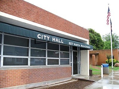 VVN/Dan Engler<br> Cottonwood is considering replacing the hodgepodge of former retail stores, post office and bank that now make up the City Hall office space.