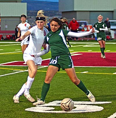<b>Amanda Randolph</b> fights for the ball against Flagstaff Wednesday on Bright Field. VVN/Sean Morris