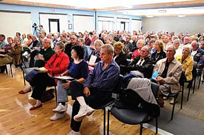 About 200 people filled the Cottonwood Recreation Center meeting room Thursday evening to voice their feelings over the proposed Verde Santa Fe annexation. VVN/Jon Pelletier