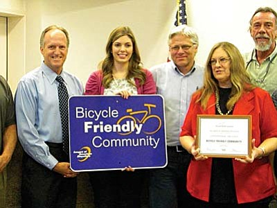 VVN/Jon Huthchinson<br /><br /><!-- 1upcrlf2 -->Chris Mosely, Exec. Dir of the Coalition of Arizona Cyclists presents  an award with Planner Nikki Arbeiter and Community Development Director George Gehlert, Mayor Joens, Manager Bartosh and Councilman Pratt.