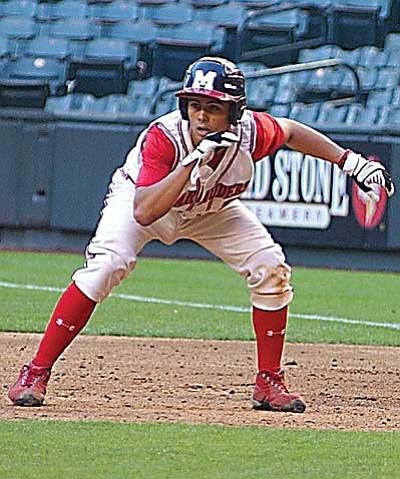 <b>Shaun McCarty</b> leads off first base on Chase Field in 2010, his senior high school season. VVN/Sean Morris
