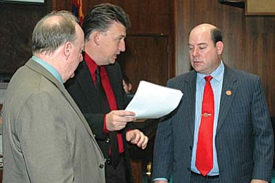 Rep. Carl Seel, center, a prime foe of Medicaid expansion, confers Wednesday with Majority Whip Rick Gray, left, and Majority Leader David Gowan. All three were working to sideline the plans by Gov. Jan Brewer. (Capitol Media Services photo by Howard Fischer)