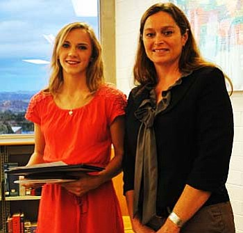 Delaney Scanlan (left) stands with principal Jennifer Chilton. VVN/Yvonne Gonzalez