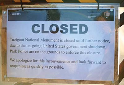 A sign on the gate at Tuzigoot National Monument informs visitors why the facility is closed. (Cronkite News Service Photo by Nicole Tropp)