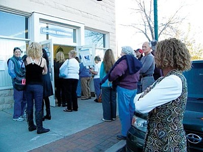 VVN/Jon Hutchinson<br> The overflow crowd for the Humane Society's presentation waits outside the Cottonwood Council Chambers.