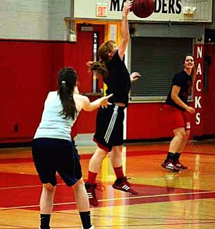 Mingus Union's Vivian Koeppe displays her defensive skills during practice. VVN/Travis Guy