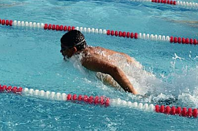 David Briggs of the  Cottonwood Clippers swims during practice on Friday. Briggs is one of the high school swimmers and swims for Mingus during the fall high school swim season. VVN/Derek Evans