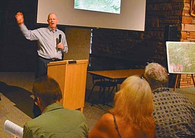 Tom O'Halleran, president of Keep Sedona Beautiful, runs the meeting at the Sedona Library on Thursday night. VVN photo by Vyto Starinskas