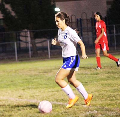 Camp Verde senior Lucy Showers dribbles down the field during Wednesdays game against the Holbrook Roadrunners. (Photo by Greg Macafee)