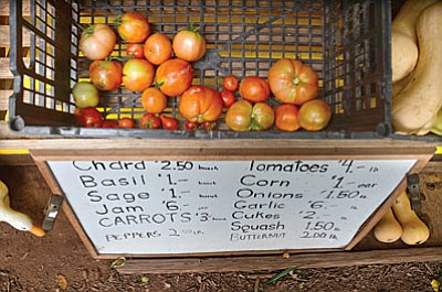 Tomatoes in the Verde Valley are having a tough time this year depending on the variety of tomatoes planted and when they were planted. Partially green tomatoes can turn red sitting on the counter top, but this is not ideal, according to a grower. VVN/Vyto Starinskas