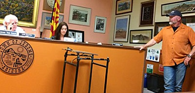 Jerome Mayor Lew Currier and Police Chief Allen Muma faceoff during the Sept. 13 town council. (Photo by Tom Tracey)