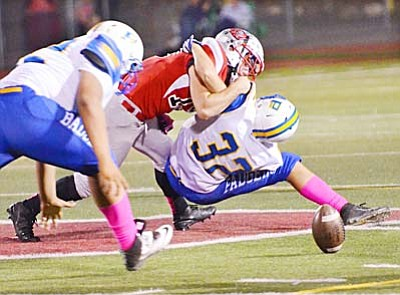 A Mingus Union defensive back lays the wood to a Prescott Badgers receiver during Friday night's action (Photo by Vyto Starinskas/VNN).