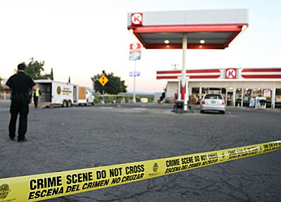 Camp Verde Marshal's Office investigates a homicide that took place at approximately 2:20 am Monday at the Circle K on Main Street. (Photo by Bill Helm)