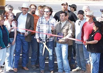 Ryan Williams/WGCN<br> Members of the Williams-Grand Canyon Chamber of Commerce prepare to cut a ribbon during a ceremony to mark Bearizona's opening May 22. Pictured center are owners Sean Casey, Dennis Casey and Williams Mayor John Moore.