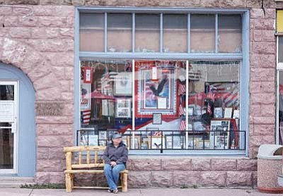 Ryan Williams/WGCN<br> A visitor to downtown Williams sits outside of the Inspirations Windows of Williams project on the corner of Route 66 and Third Street.