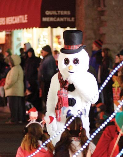 Ryan Williams/WGCN<br> Frosty entertains young light parade attendees before last year's holiday tree lighting ceremony.