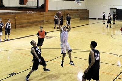 The Williams Vikings varsity basketball team practices 3-on-2 fast break drills on Nov. 27. David Yankus/WGCN