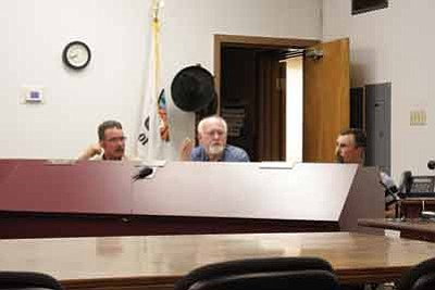 Williams City Councilman Jim Wurgler discusses whether the city of Williams should reimburse Canyon Motel and RV Park owner Kevin Young for lost revenue after city crews turned off his water to work on  water infrastructure. Marissa Freireich/WGCN