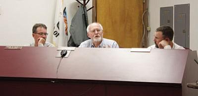 Williams City Council member Jim Wurgler voices his concerns about the Kiwanis swap meet. Marissa Freireich/WGCN