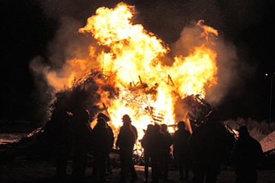 Williams High School students prepare for last year's homecoming game at the annual bonfire at the Williams rodeo grounds. This year's bonfire takes place Oct. 3 at 8 p.m. The Williams Vikings football team takes on Joy Christian Oct. 4 at 7 p.m. Clara Beard/WGCN