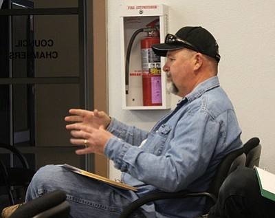 Pat Carpenter of A Quality Water Company discusses the council's drilling options for the new Sweetwater Well at the Jan. 29 meeting. Marissa Freireich/WGCN