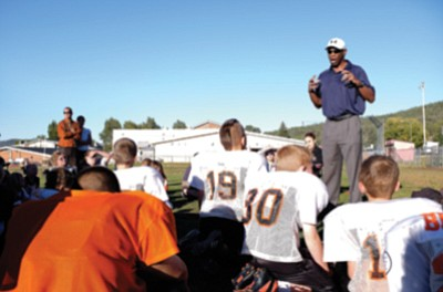 Former NFL player Al Gross talks about the importance of safety with Williams Tigers and Bengals players in 2013. Ryan Williams/WGCN