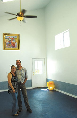 <br>Patrick Whitehurst/WGCN<br> Guy and Angie Mikkelsen stand inside the new Williams Food Bank. The two will host a Williams Grand Canyon Chamber of Commerce mixer Friday.