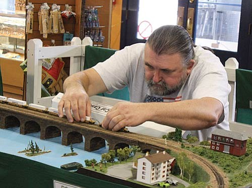 <br>Ryan Williams/WGCN<br> Larry Davis of Prescott Valley N-Trak Club.