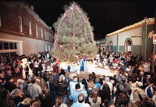<br>Photo/WGCN<br> The lighting for this year's city Christmas tree is scheduled for Nov. 28 following the holiday light parade.