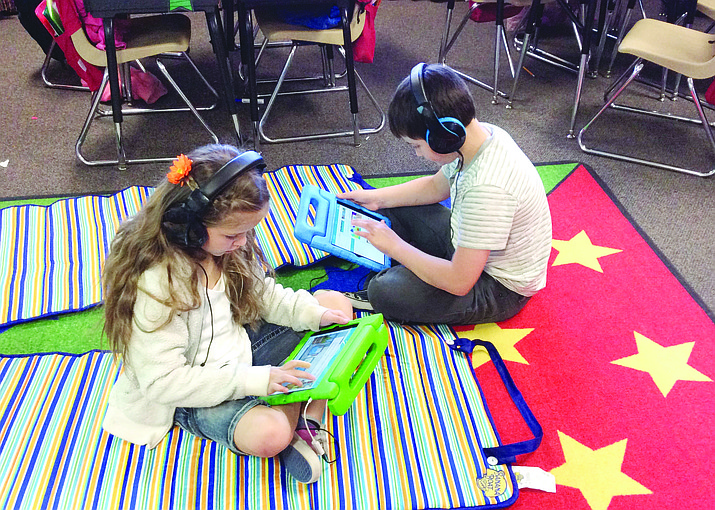 Del Rio students use iPads from a DonorsChoose project.