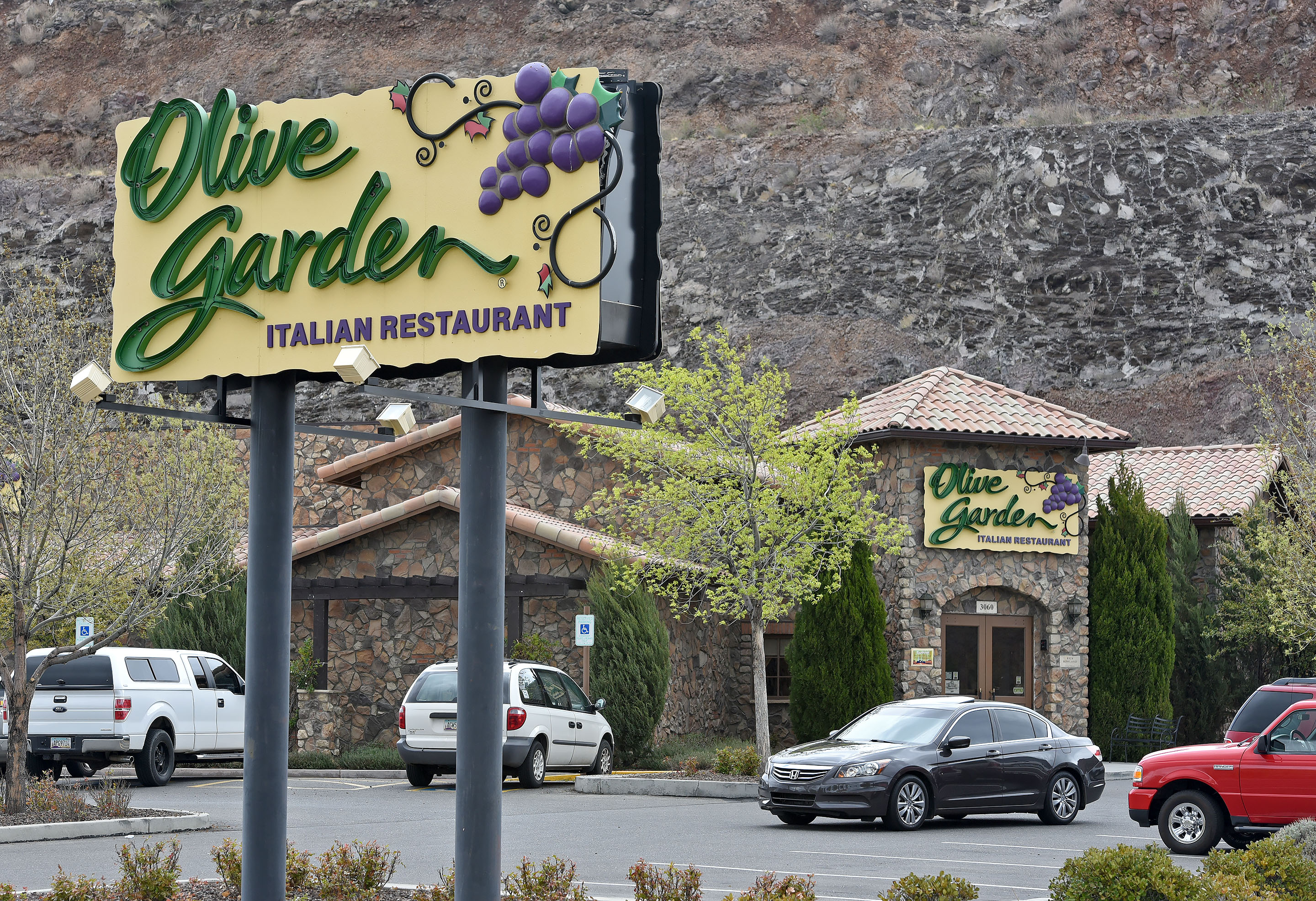 Need2Know Buffalo Wild Wings supports kids Olive Garden supports