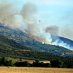 Fire burns through the hills on the south side of Yarnell Wednesday afternoon. (Les Stukenberg/The Daily Courier)
