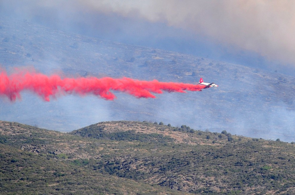Heavy air tanker 06 drops a load of retardent to create fire lines around the Tenderfoot Fire near Yarnell Thursday afternoon. (Les Stukenberg/The Daily Courier)