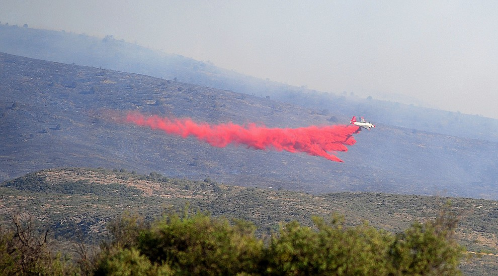 drops a load of retardent to create fire lines around the Tenderfoot Fire near Yarnell Thursday afternoon. (Les Stukenberg/The Daily Courier)