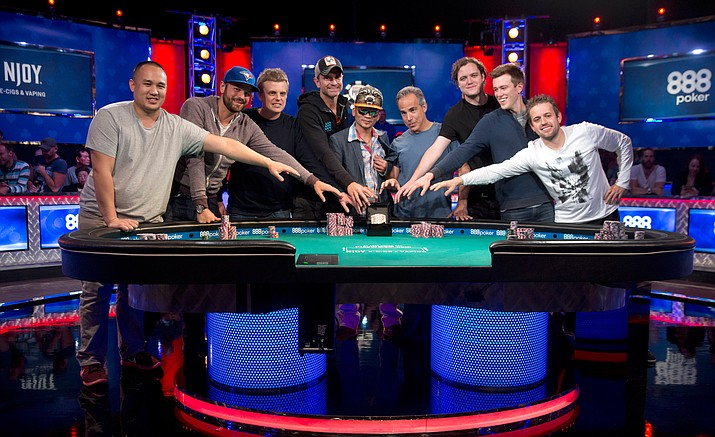 How many players in world series of poker 2016 universal slots review