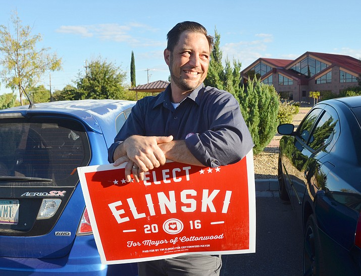 Tim Elinski was campaigning until the last minute in his bid to become Cottonwood's new mayor. (VVN/Vyto Starinskas)