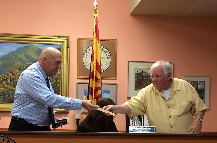 Incoming Jerome Mayor Frank Vander Horst swaps seats and name tags with outgoing Mayor Lew Currier. (Photo by Tom Tracey)