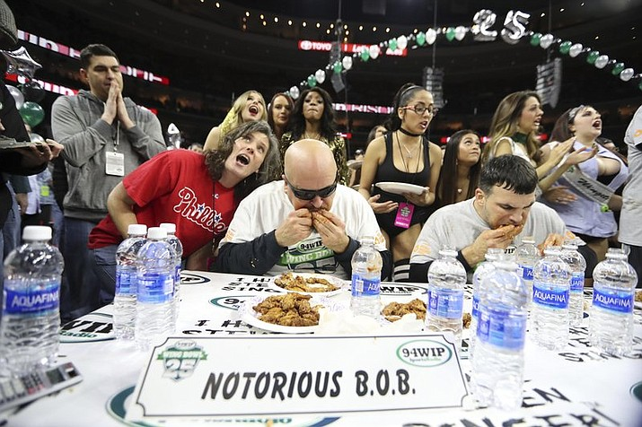 notorious b o b downs 409 wings to reign at wing bowl the daily