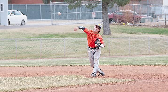 Kingman's Mason Telford makes a throw during Friday's practice.
