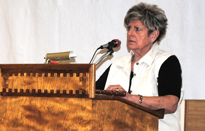 Verde Village Property Owners' Association president Krys Vogler addresses attendees at the association's annual meeting Monday night. (VVN/Jennifer Kucich)