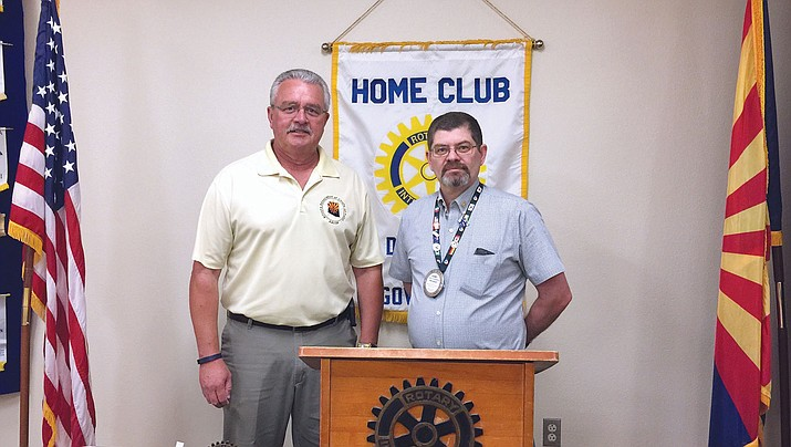 Kingman Police Chief Bob DeVries, left, spoke on opioid overdoses at Kingman Route 66 Rotary Club April 21.