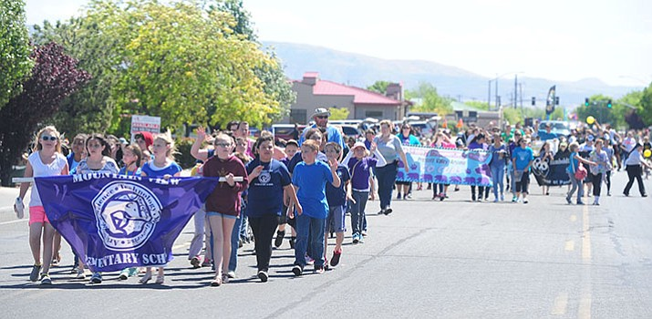 Hundreds of Humboldt Unified School District students march in the 2016 Prescott Valley Days Parade. (Les Stukenberg/Courier)