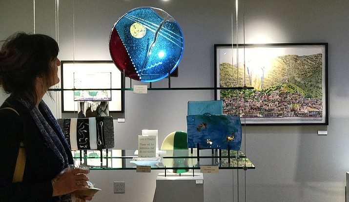 In June, Creative Gateways Gallery in West Sedona celebrates the power of creativity with Out of the Box. This exhibit focuses on the abstract work of artists Michael Colpitts, Terry Israelson, Pilisa Rainbow Lady and Marika Israelson.